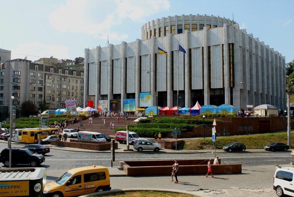 Фестиваль мороженого под Украинским домом