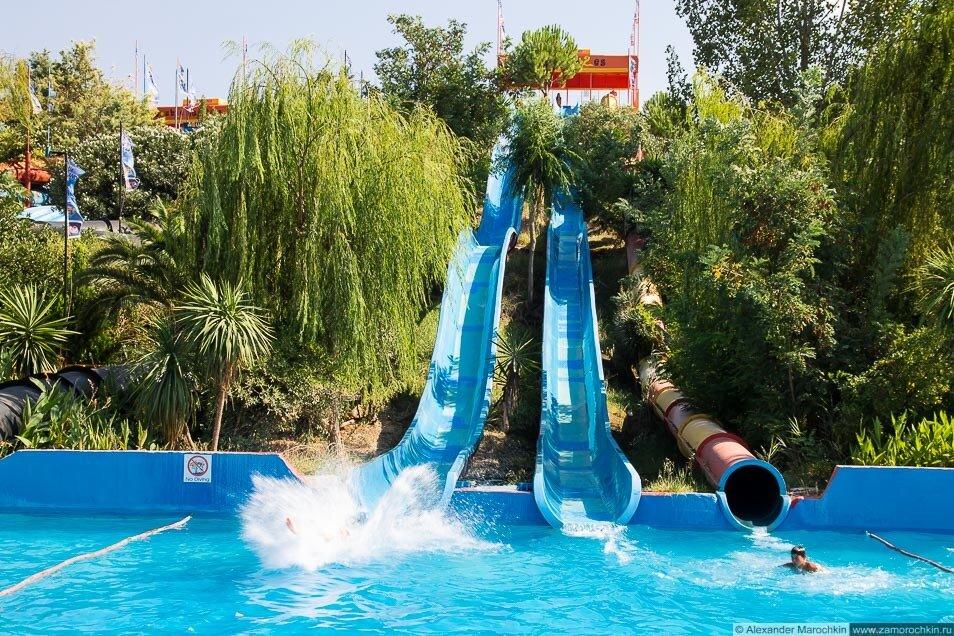 Скоростные горки в аквапарке Aqualand Corfu