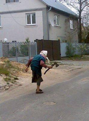 бабка с топором.jpg