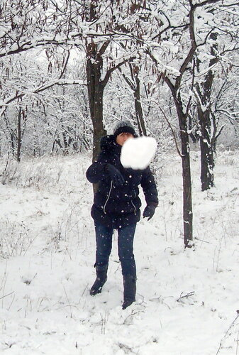 Кинуть снежком