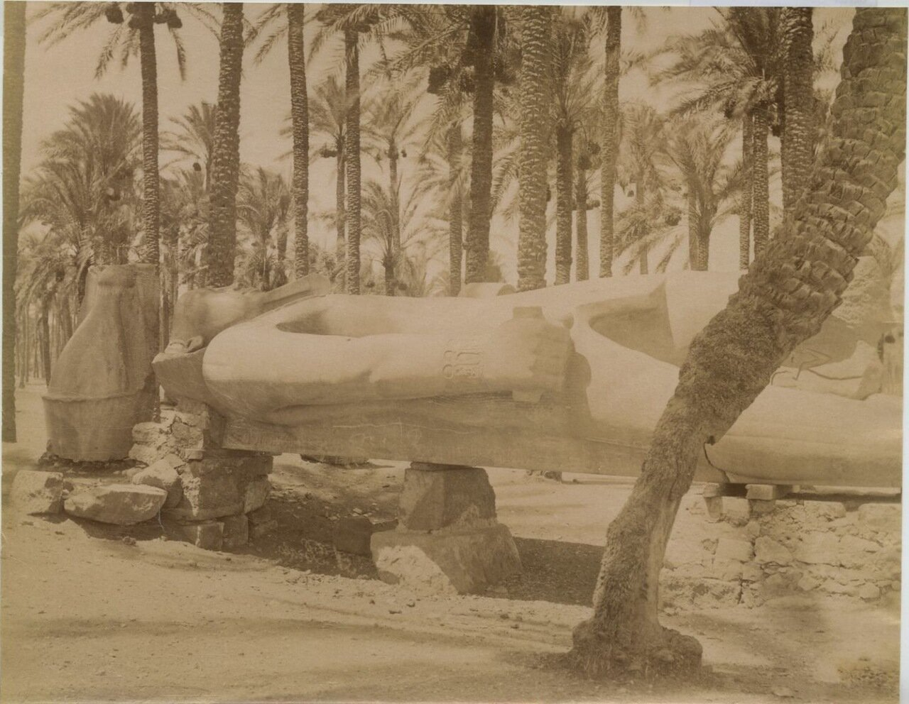 Статуя Рамзеса