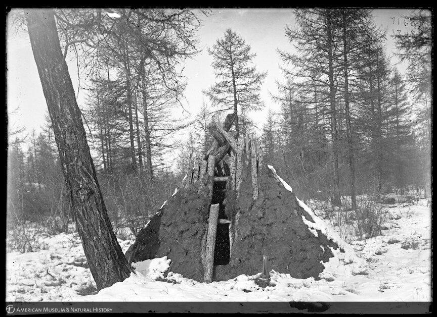 Хижина на дороге возле Верхоянска. 1902