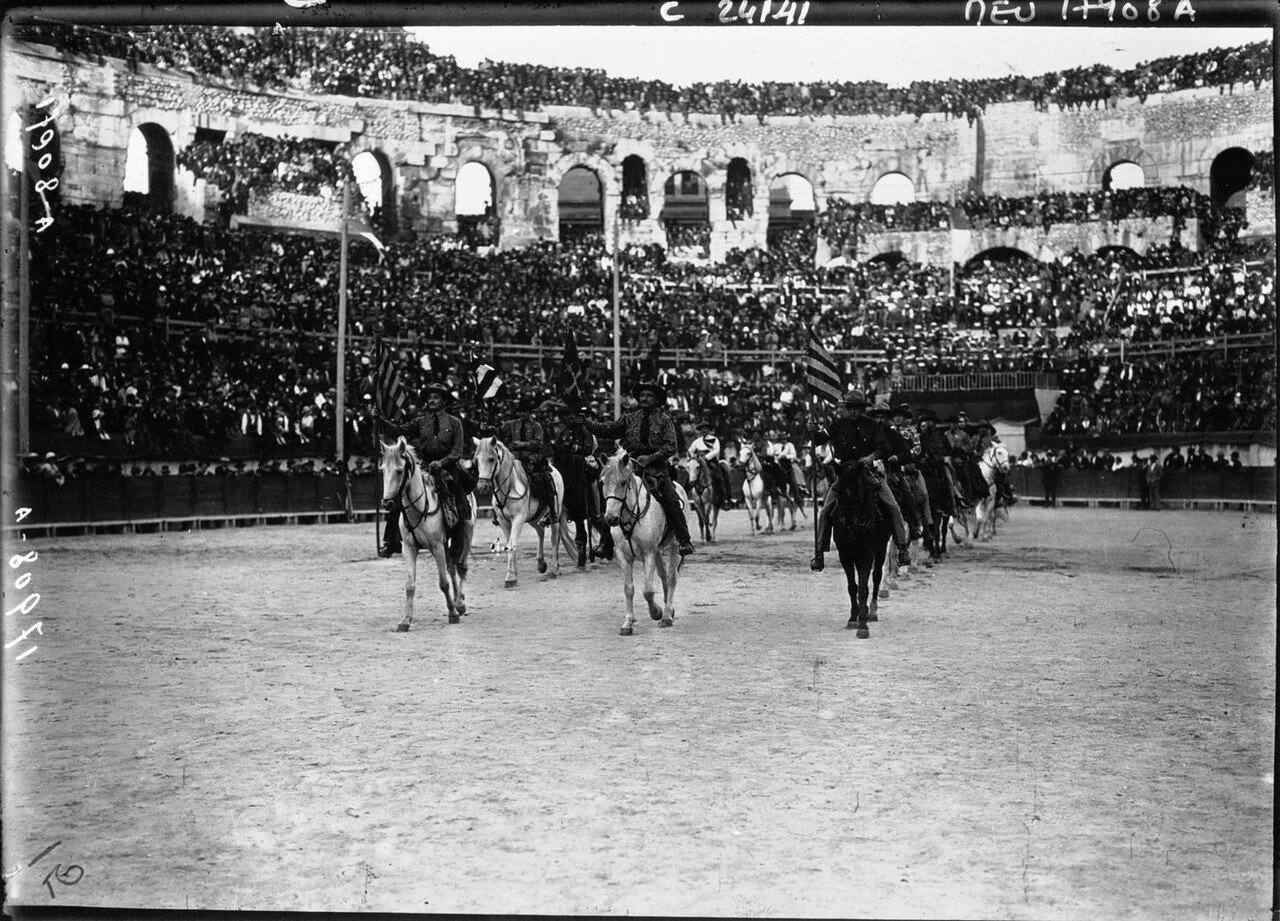 1924. Президент Гастон Думерг в Ниме. 07. Начало парада