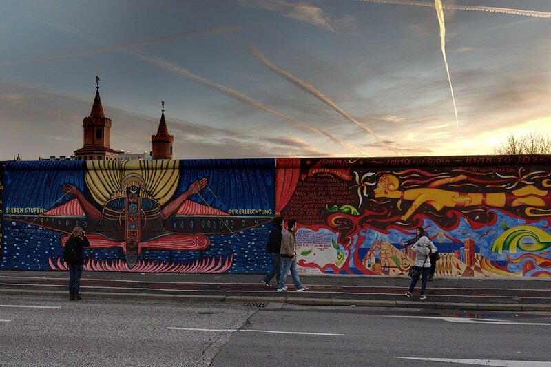 Начало стены у моста Обербаумбрюкке