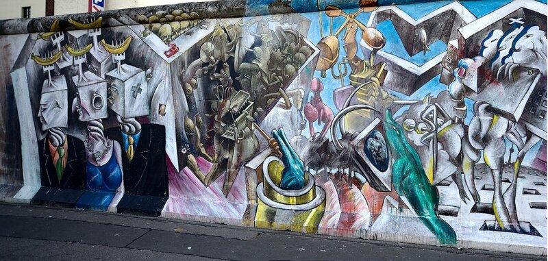 Мир за стеной, левая сторона