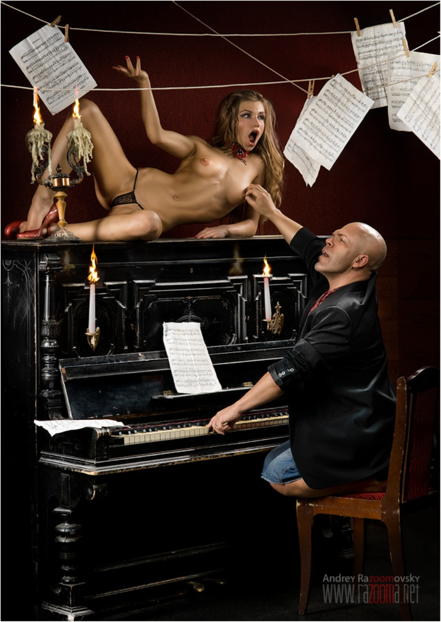 Трахнул телку за пианино 25 фотография