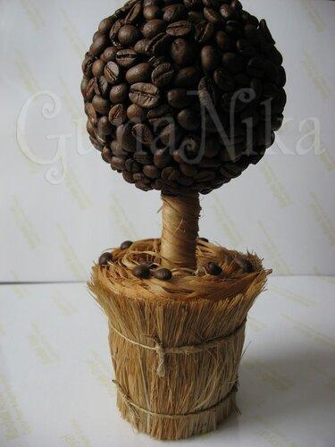 А тут мастер-класс по его изготовлению.  А мне очень нравится кофейное дерево, которое можно сделать самим.
