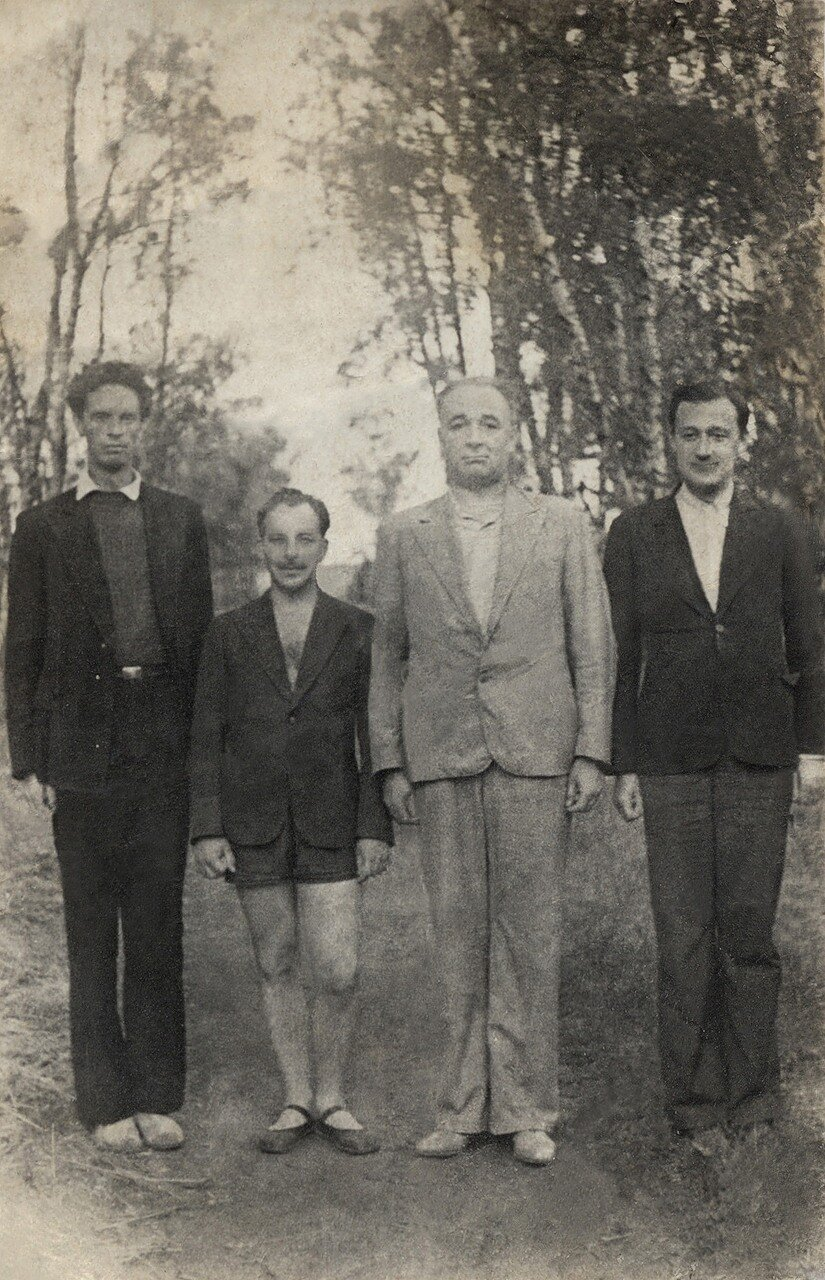 Вениамин Кондратов, Василий Марков, Владимир Ершов, Григорий Конский. Дом отдыха Пестово, август 1948 года. Фото Евдокии Ершовой.
