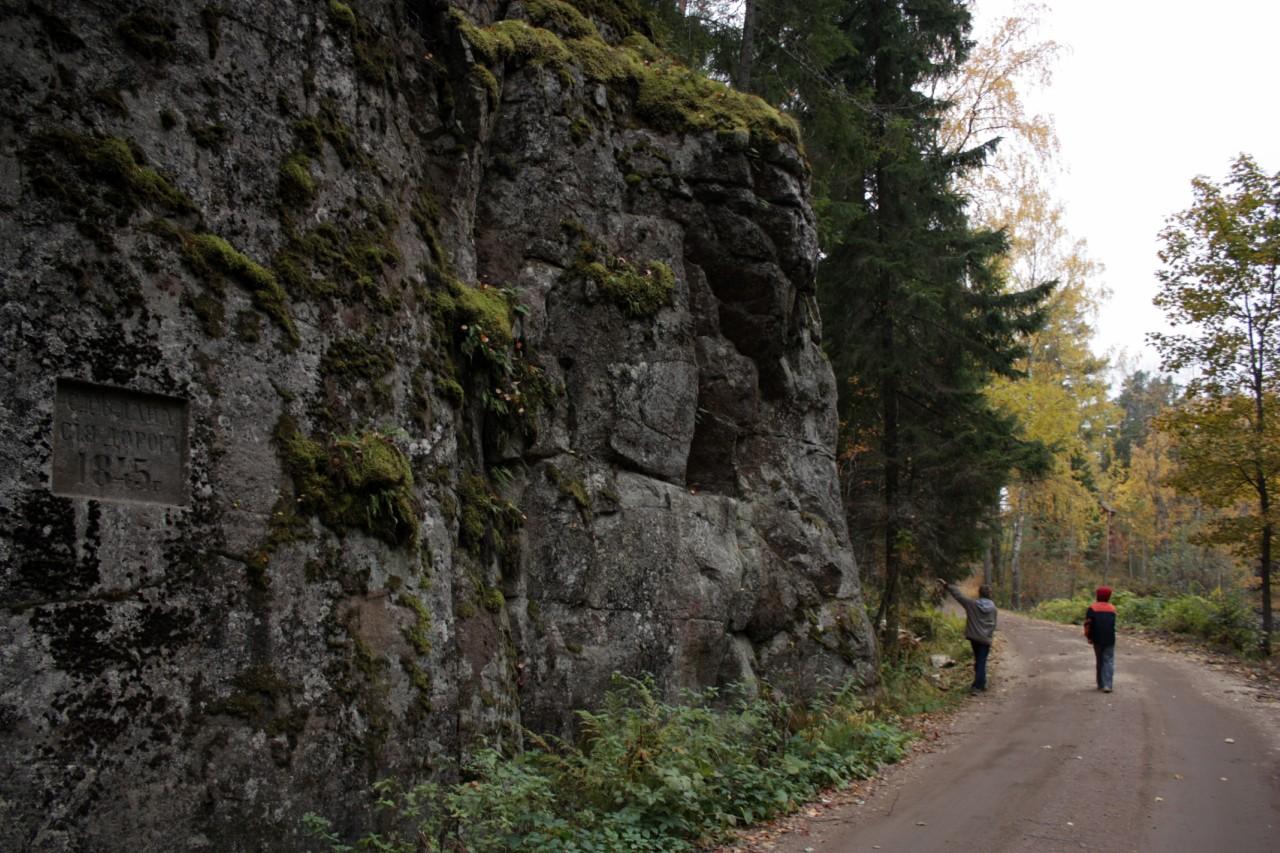 Старая дорога вырубленная в скалах на Белый скит