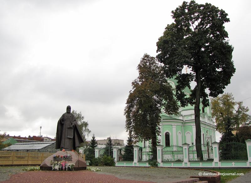 Вертикальные памятники Злынка Шар. Дымовский гранит Спас-Клепики