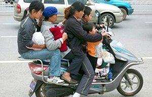 За год в Китае распалось почти 2 млн семей