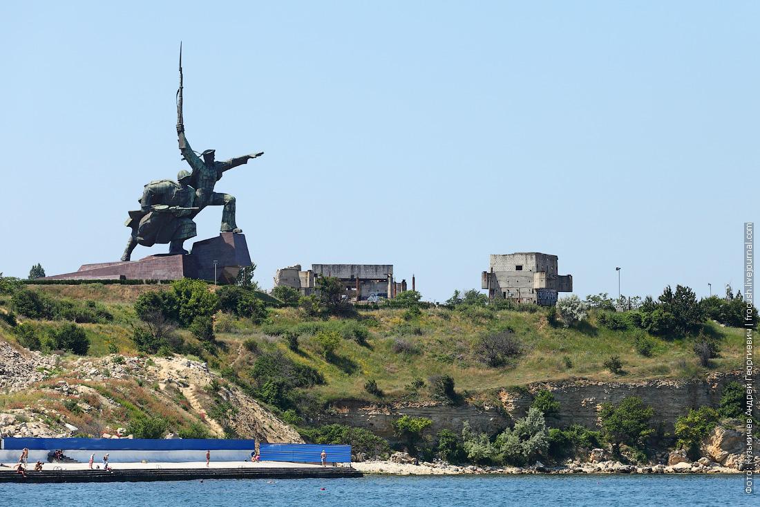 Мыс Хрустальный монумент Солдат и Матрос