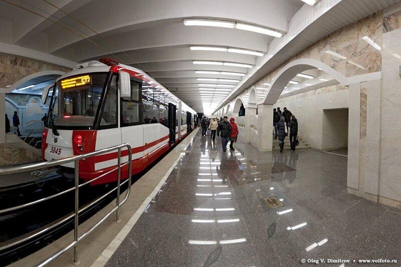 """Скоростной трамвай на станции  """"Ельшанка """" (Волгоград, Вторая очередь) ."""