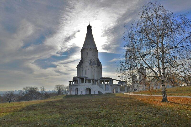 Церковь Вознесения Господня  в Коломенском  ( октябрь 2014 г.)
