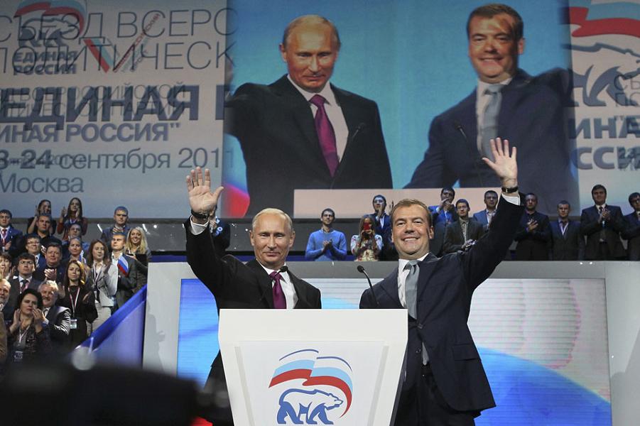 Vladimir-Poutine-et-Dmitri-Medvedev.png