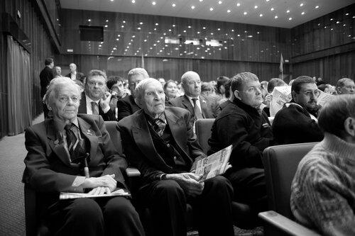 Газета частного лица фотогра Кузьмин и Зюганов фотографии