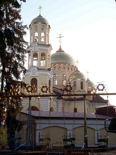 Храм Марии Магдалины в утренних лучах солнца