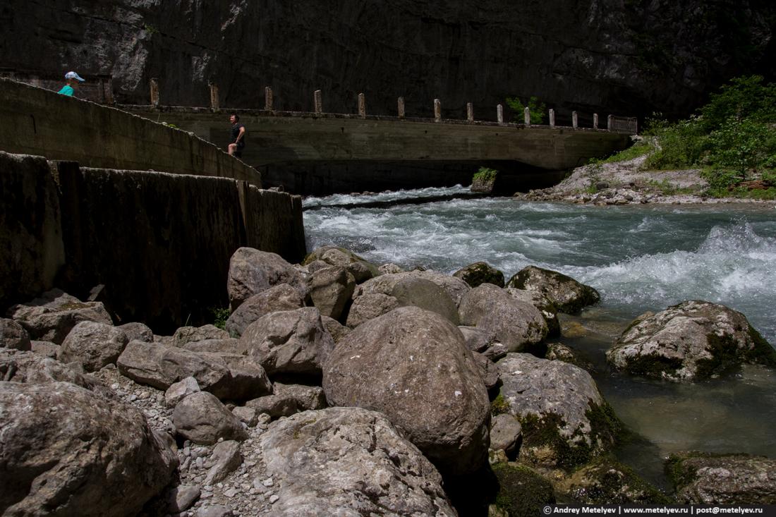 Мост на горной реке