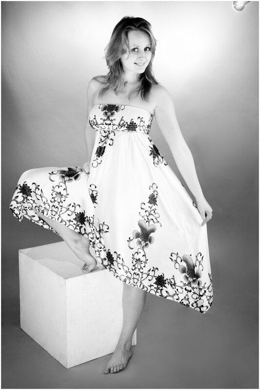 burdyugova - черно-белые фотографии девушки для портфолио.