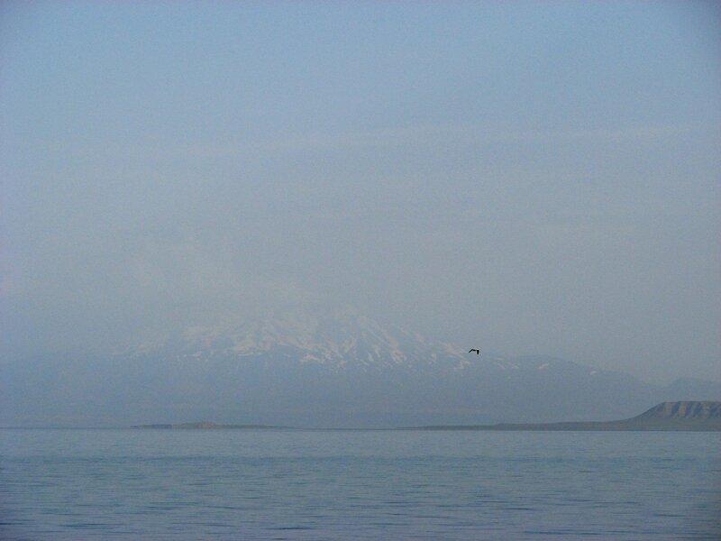Рассвет на озере Ван (Турция)