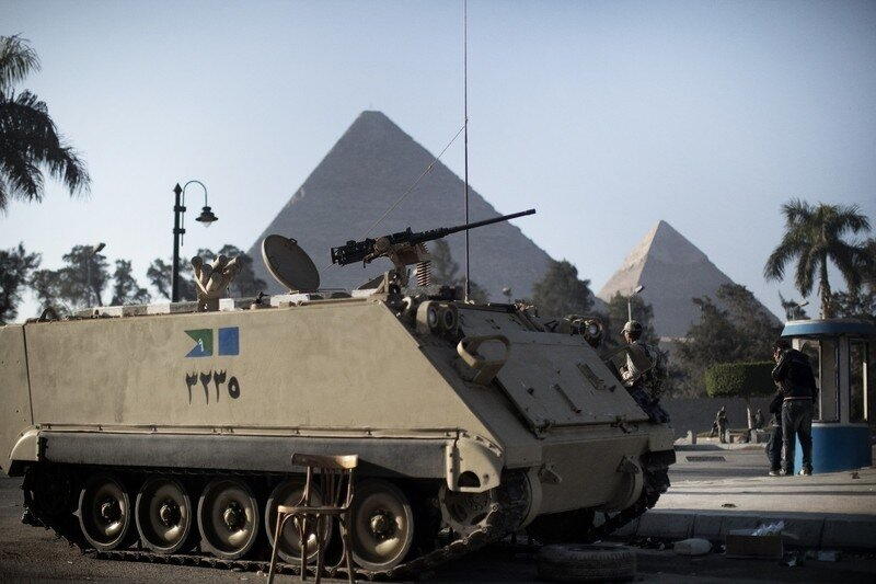 Egyptian army soldiers take position in