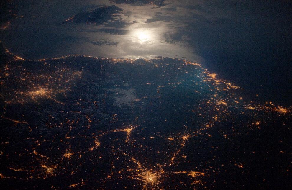 Ярко освещенные районы Торино (Италия)