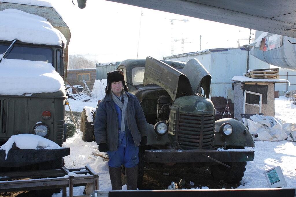Янкин Владимир Васильевич около своего ЗиС-150