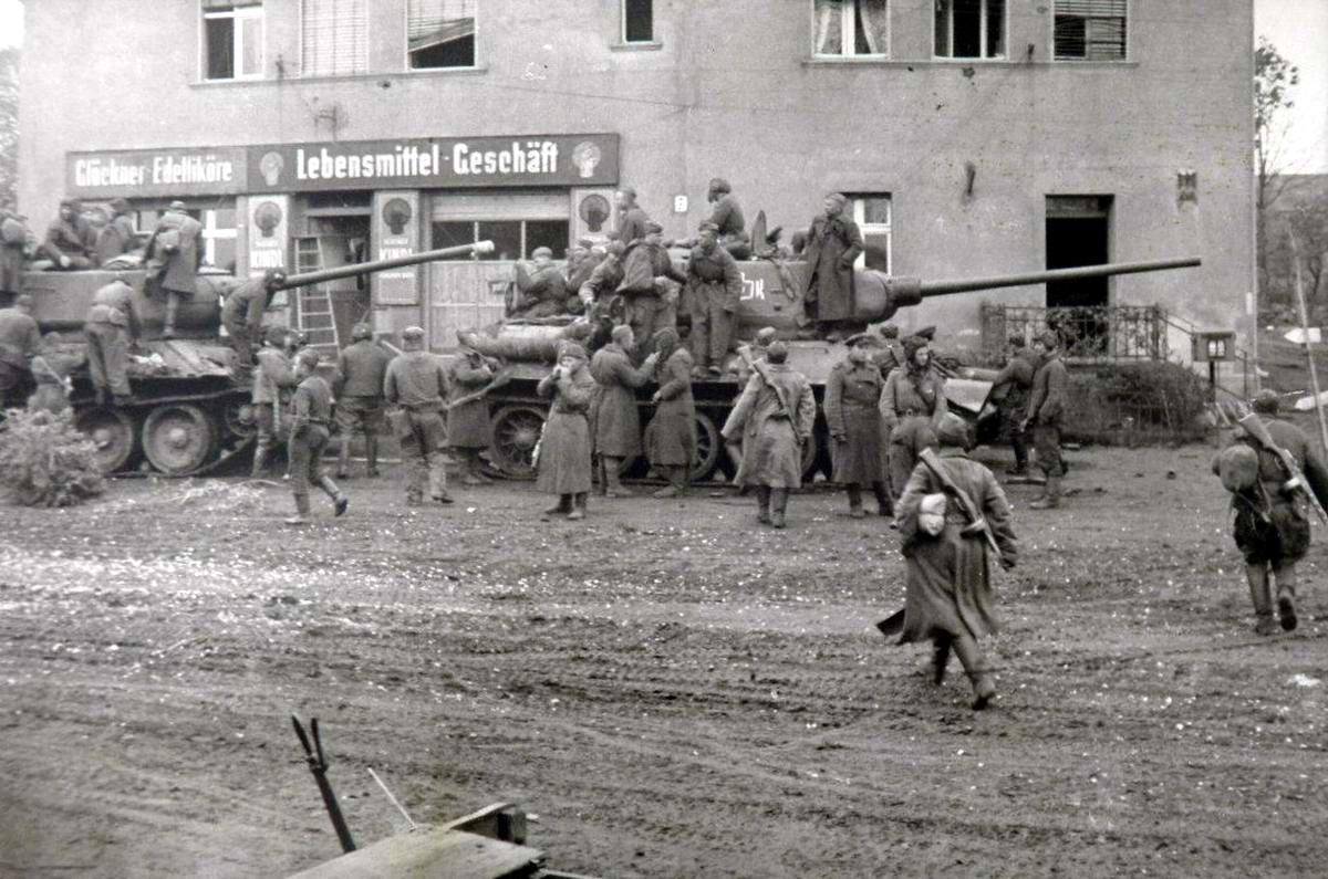 Падение Берлина на фотографиях весны 1945 года (28)