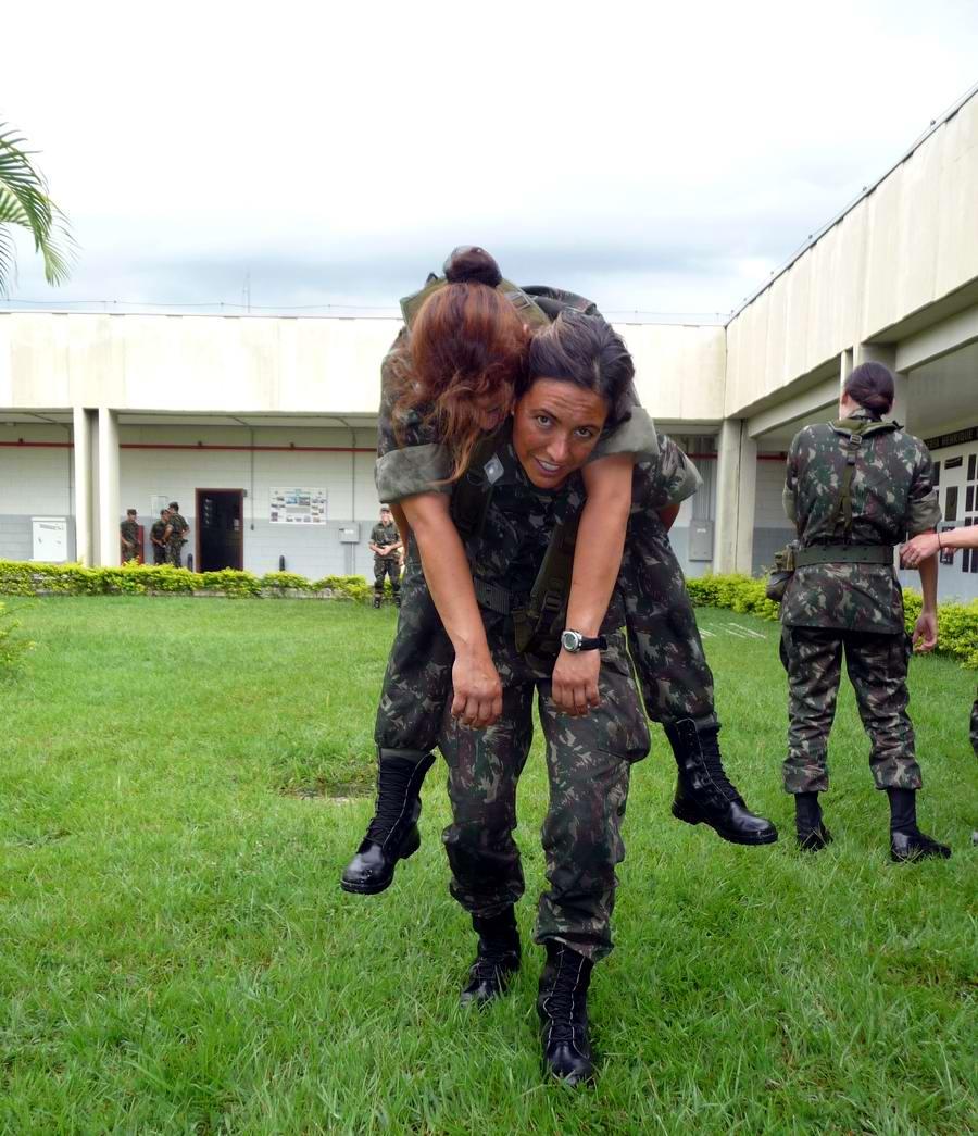 Очень грозная сила: Девушки в армейской униформе (5)