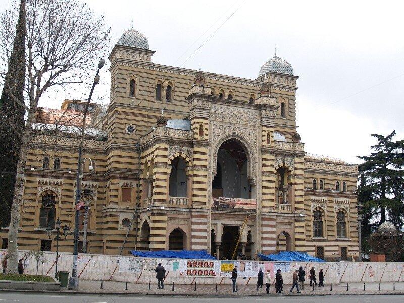 Здание оперы
