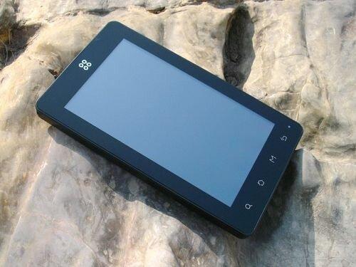 SmartQ N7 собственной персоной в красивом антураже