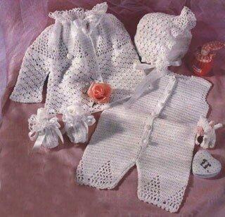 Белые детские пинетки, связанные крючком на ребенка 6 месяцев