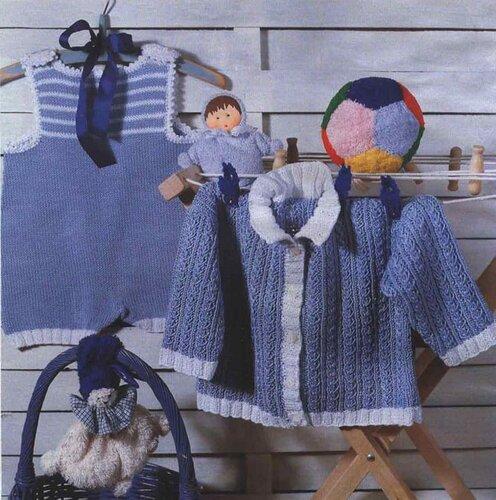 Голубой жакет, связанный спицами, на ребенка 1-2 лет