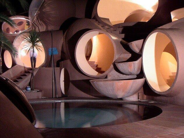 Дворец пузырей в Каннах, вилла Пьера Кардена