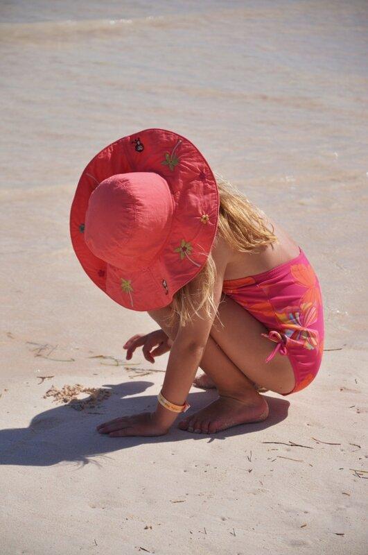 Рисуя стихи на песке...