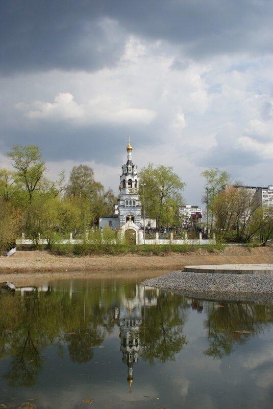 Черкизовский пруд. Храм Ильи Пророка в Черкизово