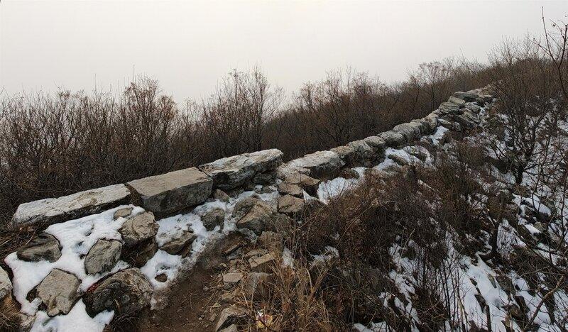 Не туристическая китайская стена Ещё останки