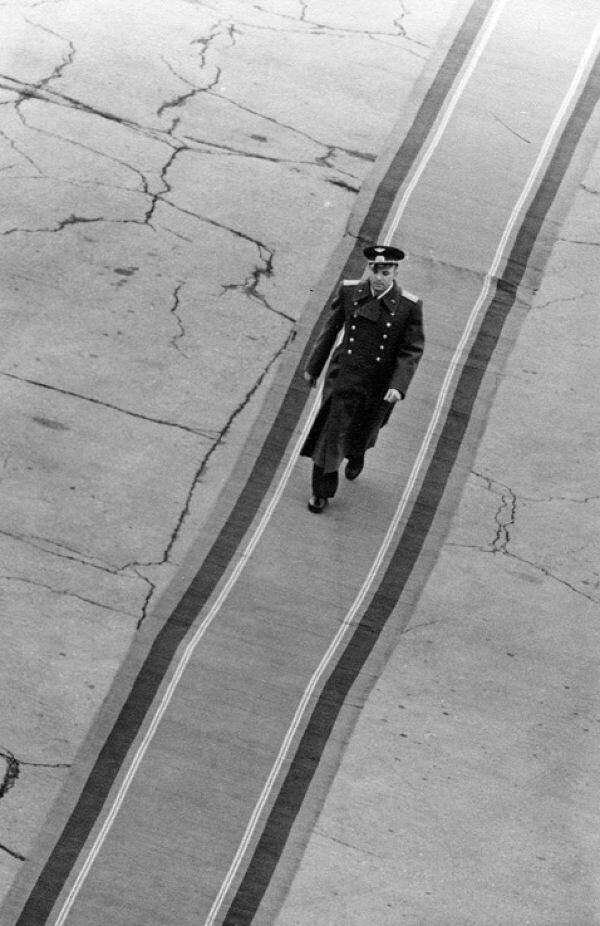 В.Генде-Роте .Ю.Гагарин на дорожке почета 1961