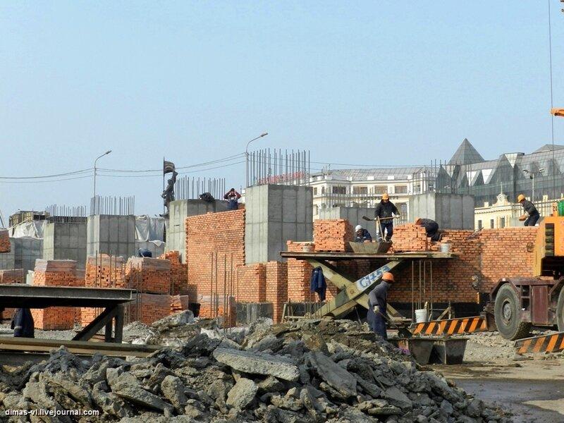 Строительство храма у центральной площади. 13-02-2012г