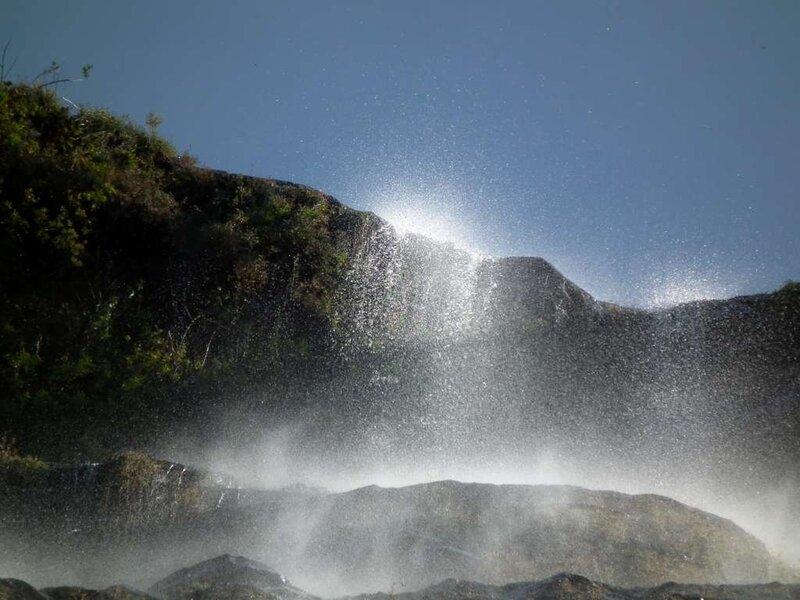 Дарапани. «Дара» по-непальск означает «падающая», «пани» - вода.