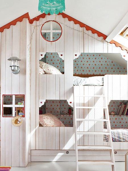 little-house-in-attic-kidsroom7.jpg