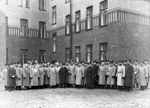 Группа офицеров бригады с шефом пограничной стражи, премьер-министром Коковцовым В.Н.