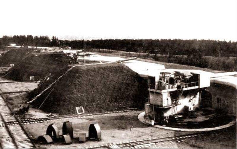 Форт Ино начат постройкой в 1909 году у мыса Инониеми для защиты входа в Финский залив совместно с фортом Красная...