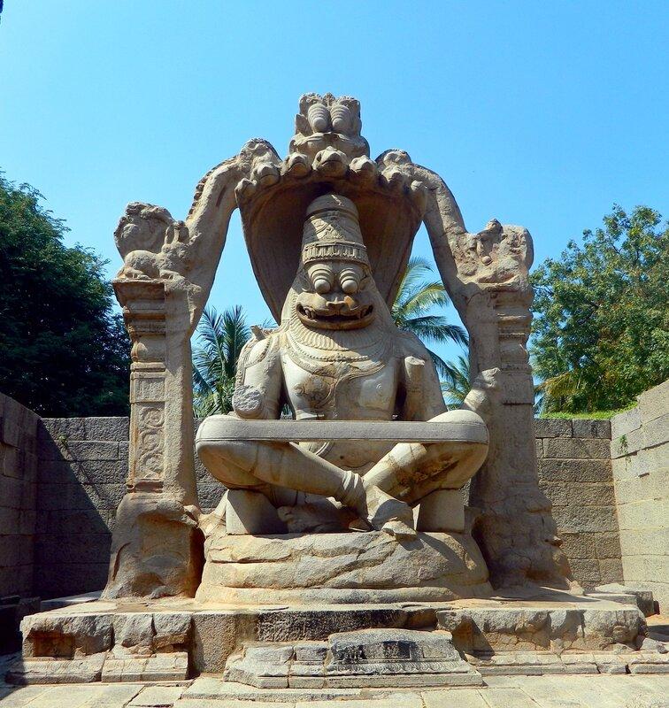 Статуя Йога-Нарасимхи в Хампи, штат Карнатака. Индия.