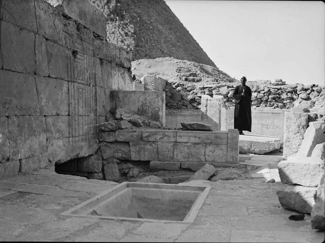 Гиза. Четвертая пирамида. Храм царицы Хент-кавес