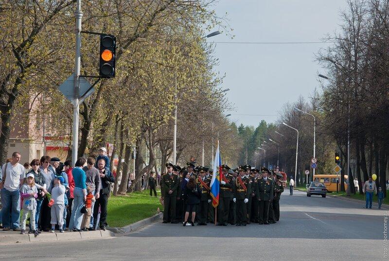 группа солдат парад 9 мая
