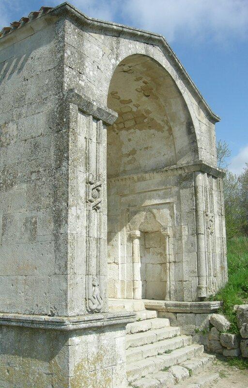 Мавзолей в Чуфут-Кале