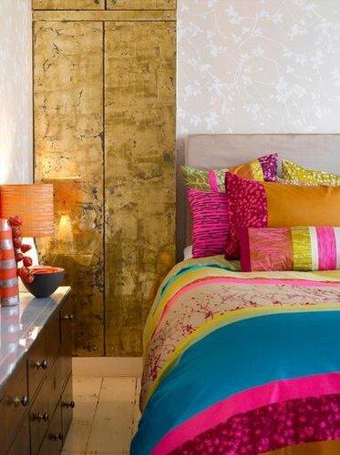 яркие интерьеры спальни
