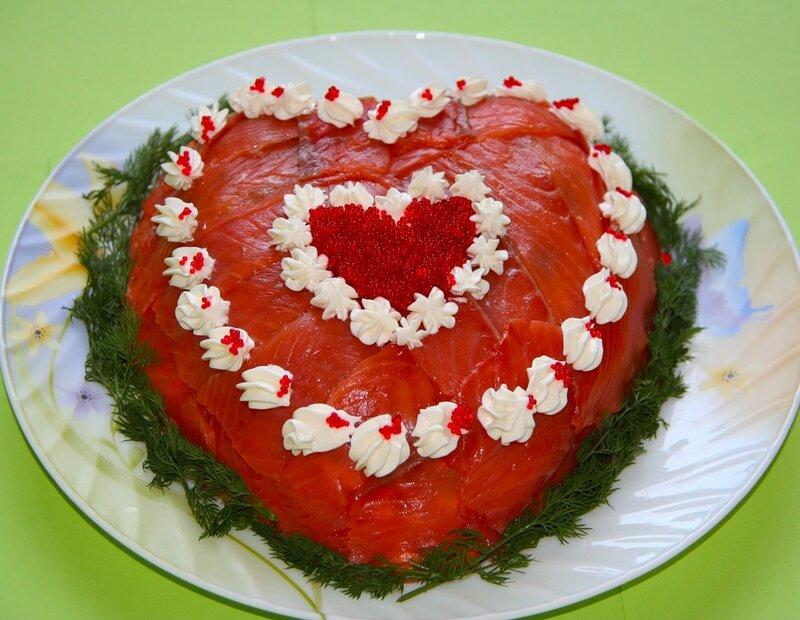 Салат в виде сердца с семгой!