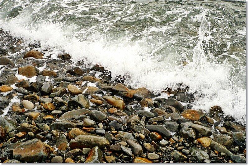 Камни на берегу моря 1